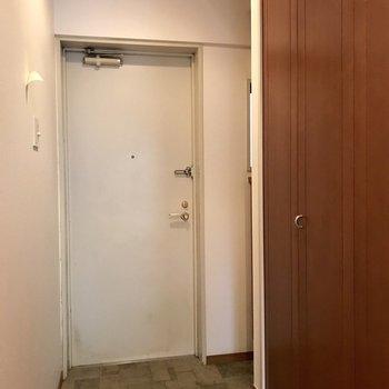 玄関周りもゆったりと。