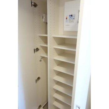 靴以外にもたくさん収納できそうです。※写真は2階の同間取り別部屋のものです