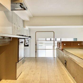 キッチンと小上り畳になっているのですね。(※写真は清掃前です)