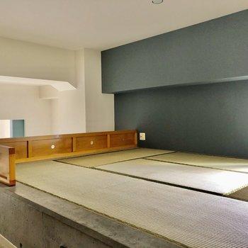 畳が予想以上に空間にはまっています。ネイビーのクロスで差し色ポイント!(※写真は清掃前です)
