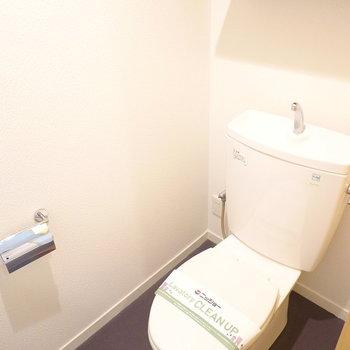 トイレはシックなのが良いよね。ウォシュレットも後付けできます。(※写真は5階の同間取り別部屋のものです)