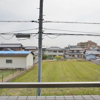 住宅街の眺めがいい♪※写真は同タイプの別室。