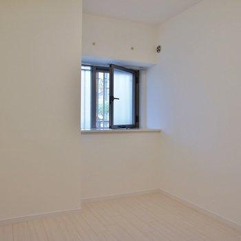 もう一方の洋室※写真は同タイプの別室。