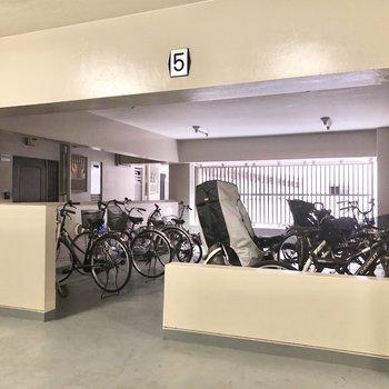 5階ですが、エレベーター前に駐輪場を発見。※写真は前回募集時のものです