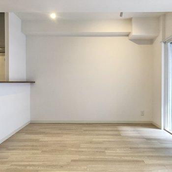 【LDK】キッチンの前にダイニングテーブルを置きたいな。※写真は前回募集時のものです