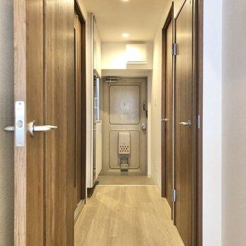 廊下に出て、もう1つのベッドルームへ。※写真は前回募集時のものです