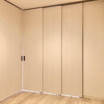 【洋室4.1帖】内側からスライドドアを閉めてみました。※写真は前回募集時のものです