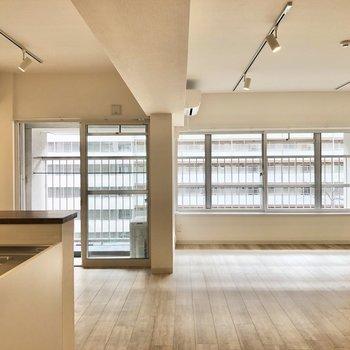 【LDK】窓は東向きになります。※写真は前回募集時のものです