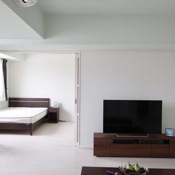 お料理しながらTVを観たり(※写真は15階の同間取り、モデルルームのものです)