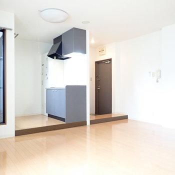 玄関、キッチンは一段高くなっています。