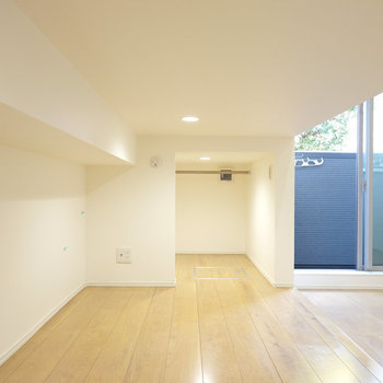 2階下には床下収納!中腰で入れるほどの高さです。(※写真は1階の同間取り別部屋のものです)