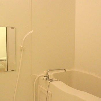 たまにはゆっくり湯舟に浸かりたいものです。※写真は4階の反転間取り別部屋のものです