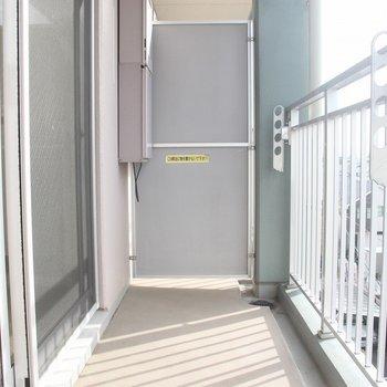バルコニーは幅があり、洗濯物が干しやすそうです 。※写真は4階の反転間取り別部屋のものです