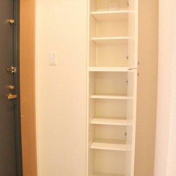 のっぽなシューズボックス。※写真は4階の反転間取り別部屋のものです