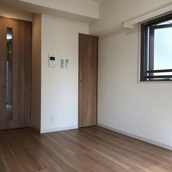小窓は少し空気を入れ替えたいときに便利です。
