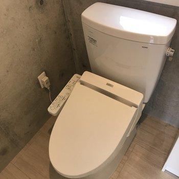 トイレも清潔ですよ※写真は3階の同間取り別部屋のものです