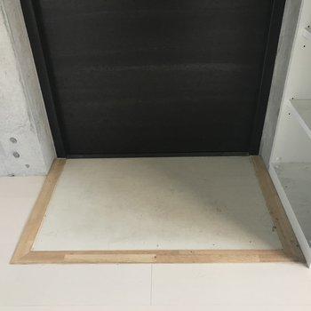 玄関はフラットですね※写真は3階の同間取り別部屋のものです