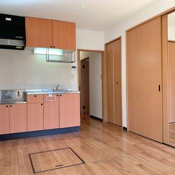 【DK】キッチンと一体なので広さを感じます