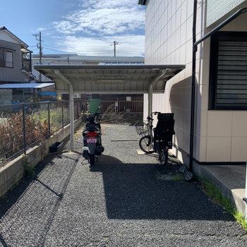 駐輪場付きです、自転車があれば買い物等が楽になりますよ