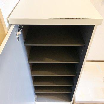 靴箱上の棚には鍵などが置けますね。
