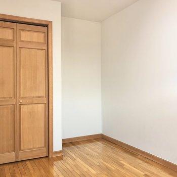 【洋室5.5帖】クローゼットを開けてみましょう。