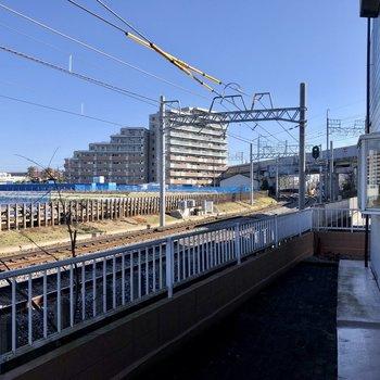 特等席で電車が眺められます。