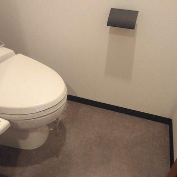おトイレはウォッシュレット付き