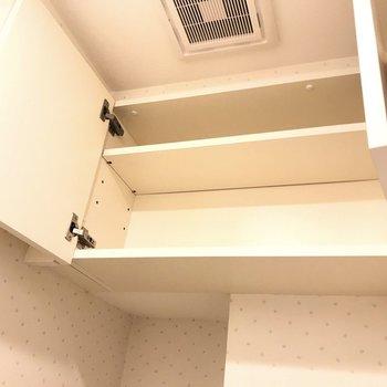 上には扉付きの収納。生活感を隠せます。(※写真は4階の同間取り別部屋のものです)