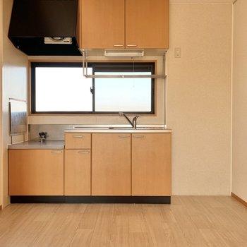 【LDK】冷蔵庫はキッチン横に置けますね。