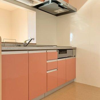 キッチンはサーモンピンク!