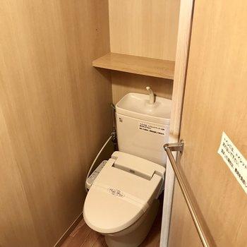 トイレももちろんウォシュレット付き!(※写真は2階の同間取り、別部屋のものです)