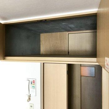 お部屋の上部には収納!実は廊下からも取り出せるようになってるの。(※写真は2階の同間取り、別部屋のものです)