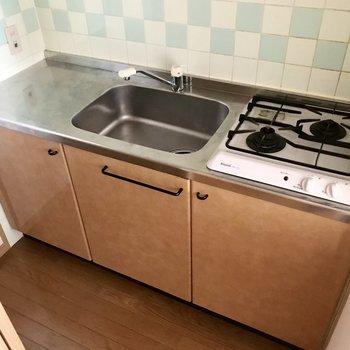 中にはキッチン!料理スペースもちゃんとある!(※写真は2階の同間取り、別部屋のものです)