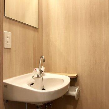そしてトイレ内に洗面台が◎(※写真は2階の同間取り、別部屋のものです)