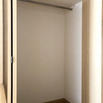 クローゼットは廊下に。ちょっと小さめかな。(※写真は2階の同間取り、別部屋のものです)