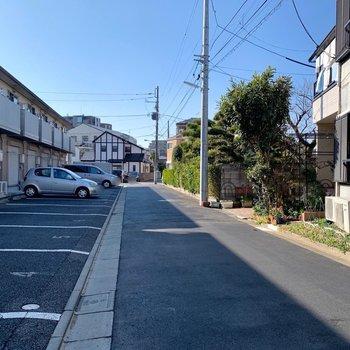 周りは閑静な住宅街になります。