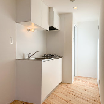 【3F】キッチンはシンプルな色合いに。