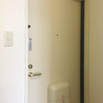 玄関には靴箱はないです、、(※写真は3階の同間取り別部屋のものです)