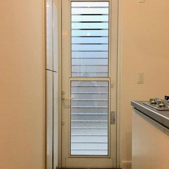玄関は段差が低めです※写真は1階の同間取り別部屋のものです