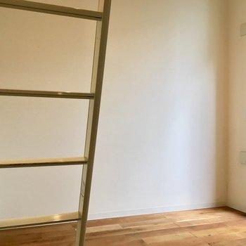 ものはあまり置かずにスッキリとした空間を楽しもう※写真は1階の同間取り別部屋のものです