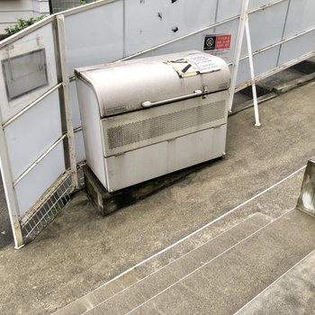 ゴミステーションも敷地内に。