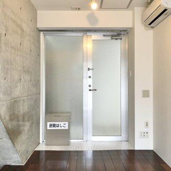 【2階】玄関は下にもありますが、こちらからも外に出られます。