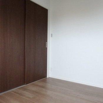 シングルベッド1台くらいのスペース。寝室にぴったり!(※写真は2階の同間取り別部屋のものです)