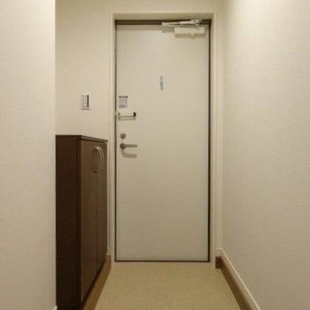 玄関は土間も広々◎(※写真は2階の同間取り別部屋のものです)