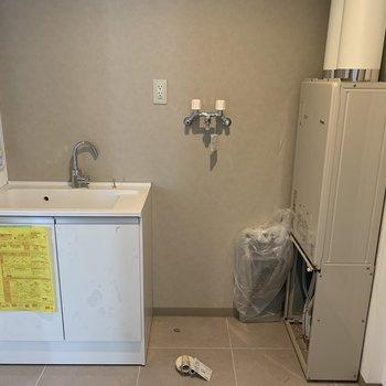 水回りはまだ工事中、、※建築中のお部屋です