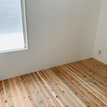 無垢板が張られています♪※建築中のお部屋です
