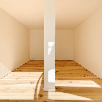 そして、階段途中にロフトのような空間が。