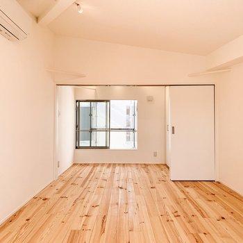 【3F】奥の洋室と繋げて、一つの空間にも。