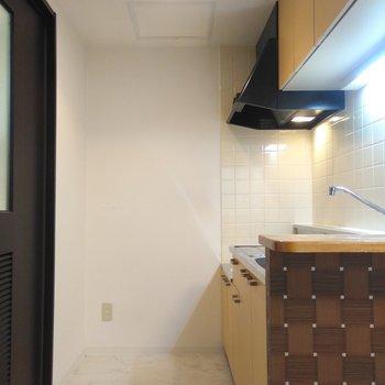 キッチン周りは、コンパクトにまとまっている。冷蔵庫もコンパクトサイズにすると良さそう!