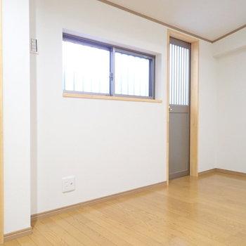 洋室5.0帖】トイレもあるので、ここが寝室によさそう。